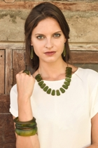 Blossomnecklace olive2 small2