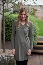 V Neck L/S Tunic w Button Detail