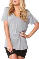 Manhattan v neck tee silvermarl crop small2